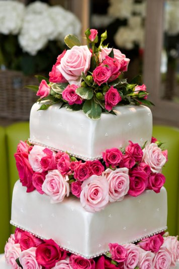 105_Wedding_Cakes_Chewton_Glen_Fresh_Flowers_Detail_S8J1413
