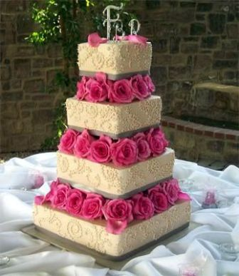 wedding_cakes_with_fresh_flowers