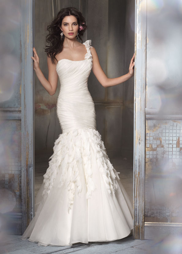 one-shoulder-wedding-gowns