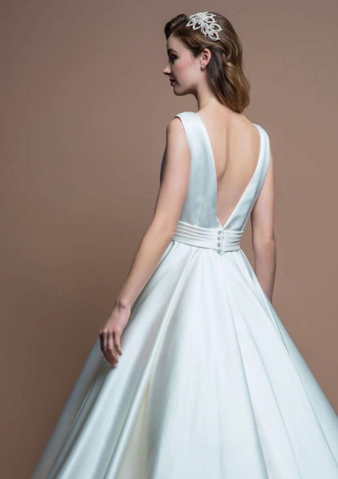 tea-length-v-back-simple-a-line-sleeveless-wedding-dress-3